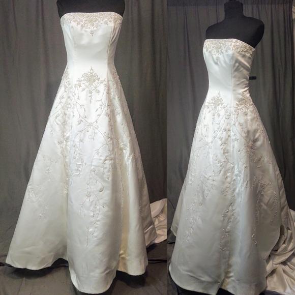Eva Haynal Forsyth Strap less Wedding Gown Size 8